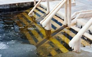 Чем полезно купаться в проруби на крещение. Зимнее купание в проруби: путь к здоровью или недугам? Строгие противопоказания крещенских купаний
