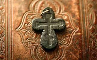 Какой крестик надо носить. Зачем носить нательный крестик? Что делать со сломанным крестиком