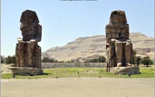 Этот памятник носит название колоссы мемнона. Поющие колоссы мемнона в луксоре