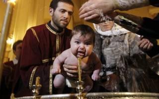 Кто из крестных настоящий — записанный в свидетельстве или реально державший ребенка на руках во время Таинства.