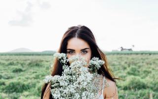 Сонник подарили цветы девушке. Приснились и что означает Цветы во сне? Цветы и смерть